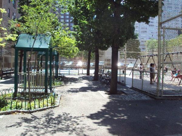 public bathrooms riverside park