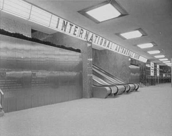 escalators to main exhibition hall