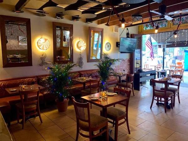 indoor dining Bettola UWS