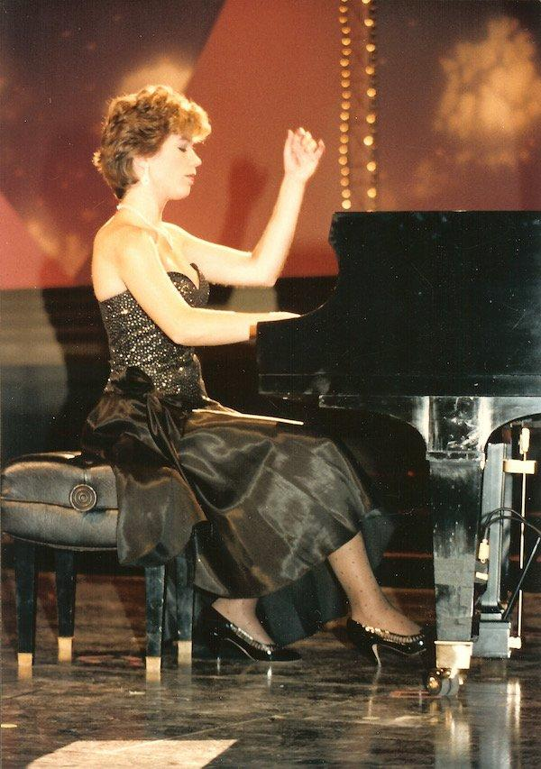 Erica on Miss America stage 1985