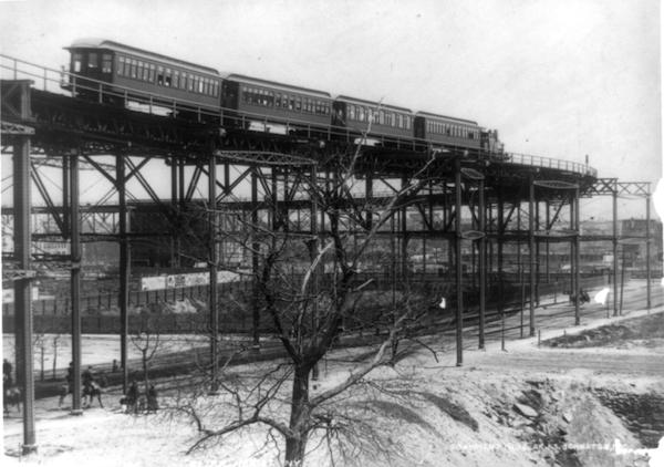 منحنى الانتحار القطار